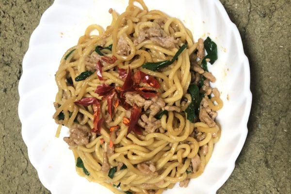 チンするだけで超旨い、焼肉のたれで作る『レンジで台湾風焼きそば』を料理してみた!